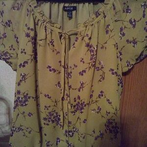 Women's size medium SS peasant top